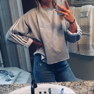 Vintage adidas crop sweatshirt!!